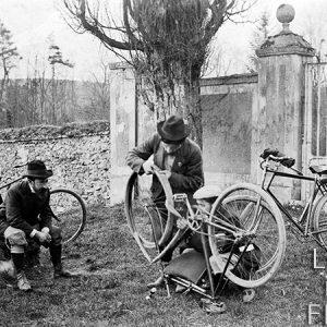 Réparation du vélo / Yvelines, 1900