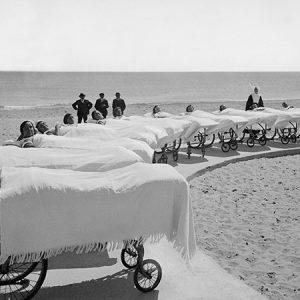 Le bain de soleil / Palavas-les-Flots, Institut marin Saint-Pierre, 1930