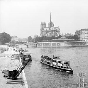Bateau-mouche à côté de Notre-Dame-de-Paris / Paris, 1903