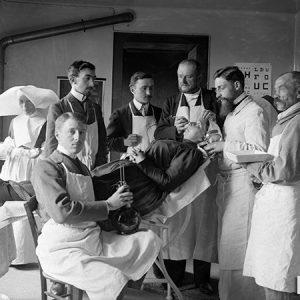 Equipe d'un service ophtalmologique / Hôpital d'Angers, 1903