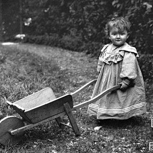 L'enfant à la brouette / 1895