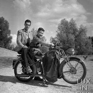 Père et fils en moto Terrot / 1950
