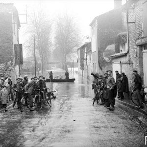 Inondation dans le Lot-et-Garonne. Lauzun, 1938