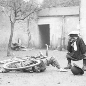 Chute de vélo / Mise en scène, Indre-et-Loire, 1890