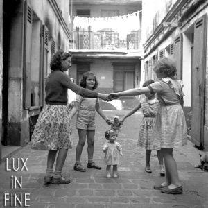 La ronde / Cour d'immeuble dans Paris, 1945