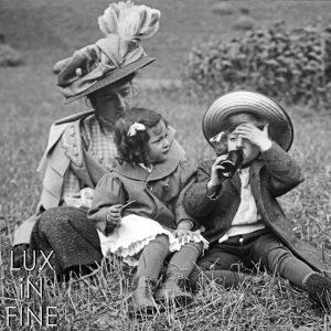 Le goûter dans l'herbe / Luz-Saint-Sauveur (65), 1909
