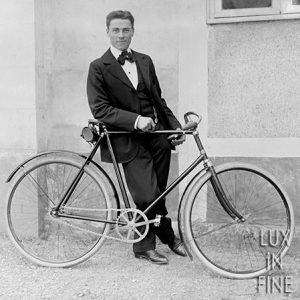 Elégant à bicyclette, 1900
