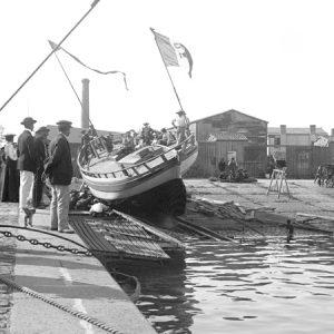 Les Sables d'Olonne / Lancement d'un bateau de plaisance