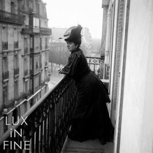 Parisienne sur son balcon, 1900 - NE002481